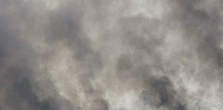 Cumbre del Amazonas despues de los incendios solo cortinas humo